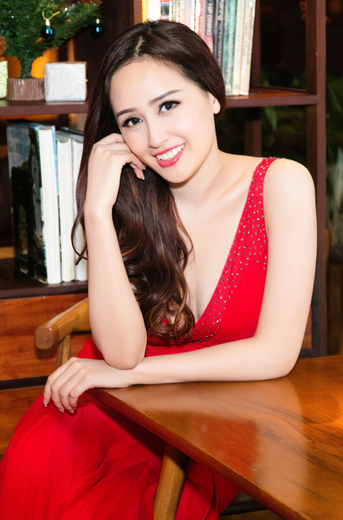 mai-phuong-thuy-ngoi-xe-hop-di-su-kien-8