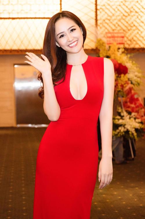 mai-phuong-thuy-ngoi-xe-hop-di-su-kien-3