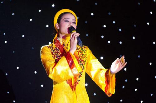 pham-huong-hat-da-co-hoai-lang-thi-tai-nang-miss-universe-2