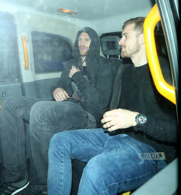 Mertesacker shares a taxi with Welsh star Aaron Ramsey