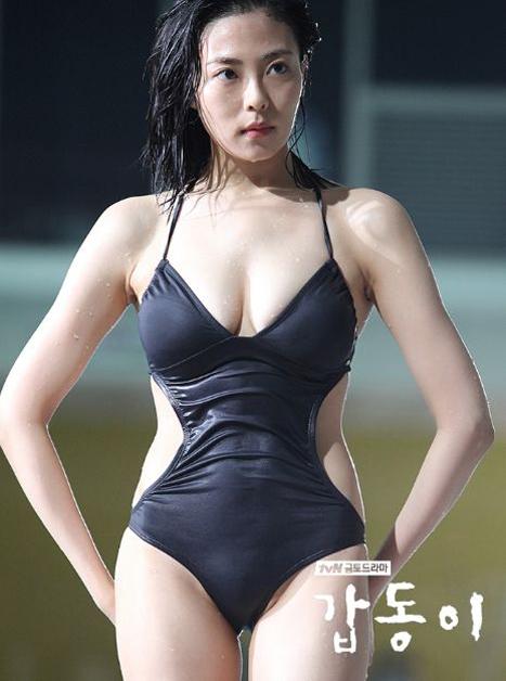 Hình thể của Choo Soo Yeon đủ khiến cánh mày râu ngơ ngẩn.