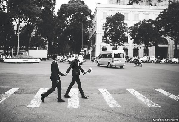 Bộ ảnh được nhiếp ảnh gia Kiếng Cận thực hiện trong vòng một buổi. Nhiếp ảnh gia thường xuyên chụp những bộ ảnh cưới, ảnh lưu niệm cho các cặp đôi đồng tính nên anh đã tập trung ghi lại cảm xúc yêu thương của Ka và Hí một cách tự nhiên nhất.