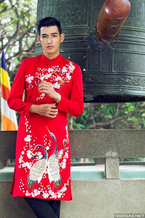 hoa-tiet-mua-xuan-ung-dung-kheo-leo-tren-ao-dai-chu-re-3