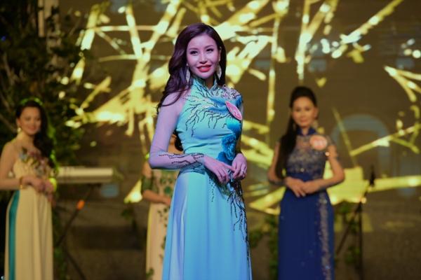 Lam Cúc - Hoa hậu doanh nhân Thế giới người Việt 2016