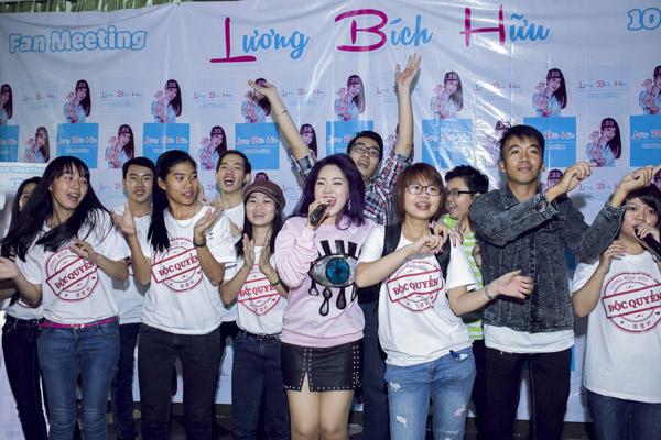 luong-bich-huu-khoc-nghen-trong-buoi-hop-fan-1