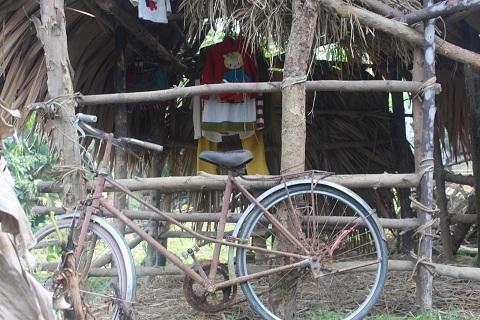 Chiếc xe đạp là tài sản lớn nhất của Anh mưu sinh hàng ngày
