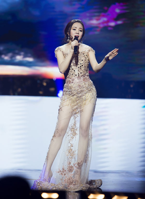 loat-dam-sexy-tao-bao-ma-khong-phan-cam-cua-sao-viet-5