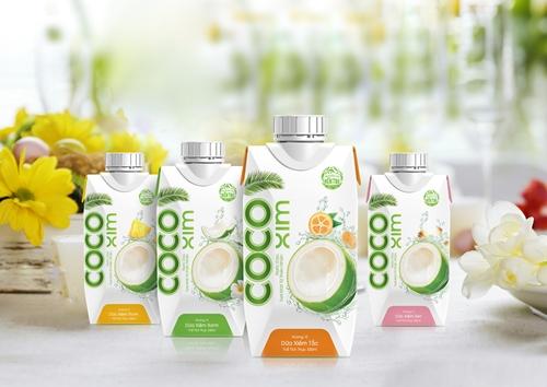 Hương vị thơm ngon cùng công dụng đối với sức khỏe và sắc đẹp, nước dừa được nhiều người yêu thích.