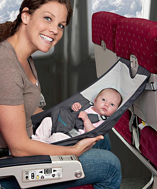 Tùy thuộc vào hãng hàng không mà bạn được trang bị một ghế ngồi dành riêng cho trẻ em hoặc nôi cho các em bé nhưng nên kiểm tra lại trước khi khởi hành.
