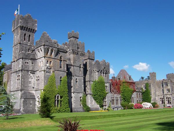 Khách sạn Ashford Castle có tuổi đời lên đến 800 năm.
