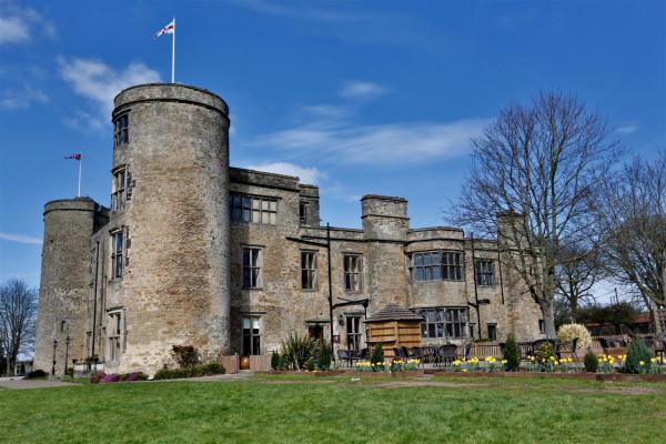 Khách sạn The Best Western Walworth Castle nhìn bề ngoài là một tòa lâu đài nguy nga.