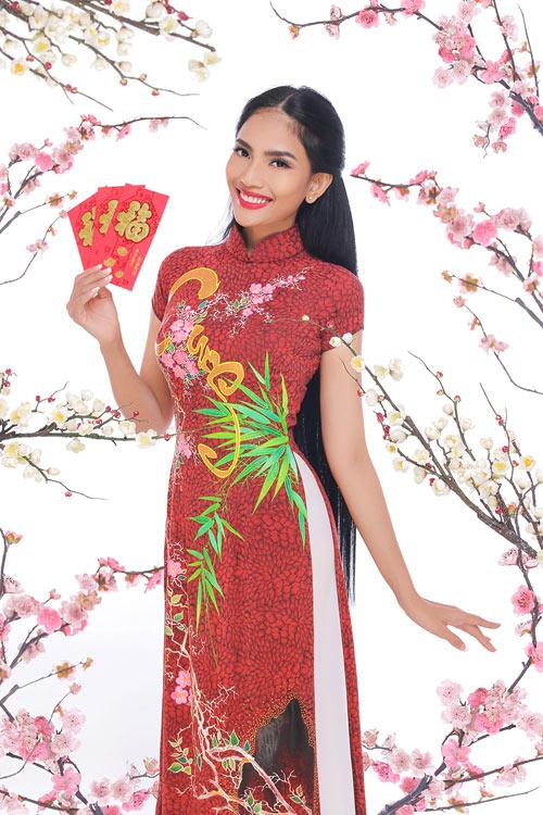 truong-thi-may-khoe-dang-cung-ao-dai-xuan-6