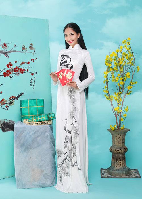 truong-thi-may-khoe-dang-cung-ao-dai-xuan-1