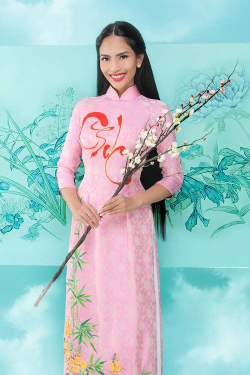 truong-thi-may-khoe-dang-cung-ao-dai-xuan-4