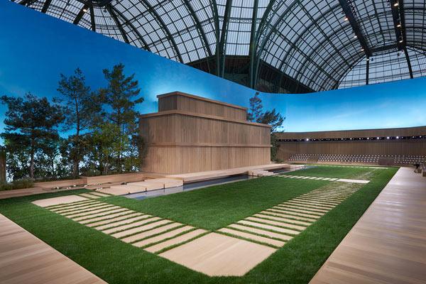 Chanel dựng nhà búp bê khổng lồ giữa khu vườn xanh mướt