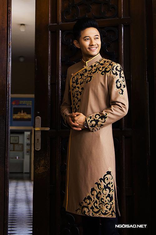 Bộ ảnh được thực hiện bởi photo: Bảo Lê, trang điểm và làm tóc: Linh Chuột Con, trang phục: Áo dài Minh Châu.
