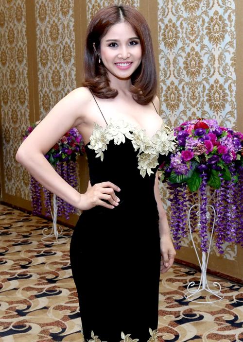 Thảo Trang mặc sexy khoe vòng một sau nâng cấp