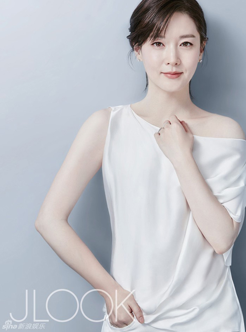Lee-Young-Ae1-7059-1454323616.jpg