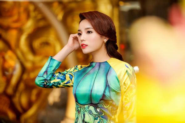 Trang điểm diện áo dài Tết đẹp như sao Việt - Làm đẹp