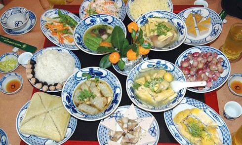 9 quy tắc trên bàn ăn ngày Tết