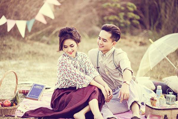 """[Caption[CaptionNhân ngày Valentine, """"cặp đôi ngôn tình"""" của showbiz Việt vừa tung ra bộ ảnh kỷ niệmTrong các thiết kế retro kín cổng cao tường, Tú Vi  Văn Anh hóa thân thành cặp đôi ngọt ngào với phong cách thời trang thập niên 1960."""