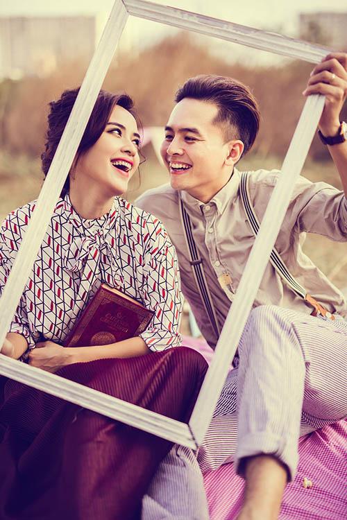 [CaptionLà một trong những mối tình tiên đồng ngọc nữ nhận được sự ủng hộ, chúc phúc của người hâm mộ, Tú Vi  Văn Anh  đang sống trong những ngày ngọt ngào, hạnh phúc của đôi vợ chồng son. Từng khoảnh khắc, hình ảnh được cặp đôi chia sẻ trên trang cá nhân đều thấm đẫm sự ngọt ngào, hạnh phúc vì sống trong tình yêu, khiến người hâm mộ không khỏi trầm trồ, xuýt xoa.