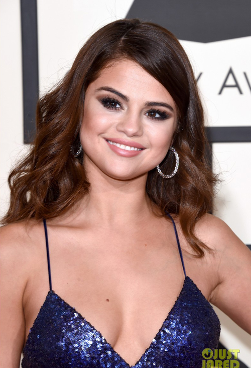 selena-gomez-va-taylor-swift-goi-cam-tren-tham-do-grammy-7
