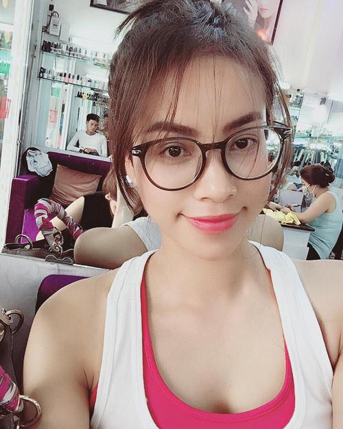 pham-huong-minh-hang-mang-mot-toc-mai-mua-tro-lai-1