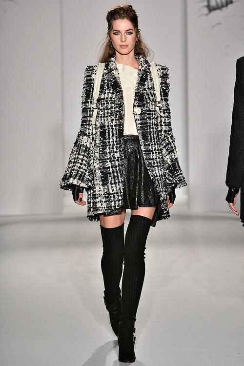hoang-thuy-lan-thu-4-tan-cong-london-fashion-week-8