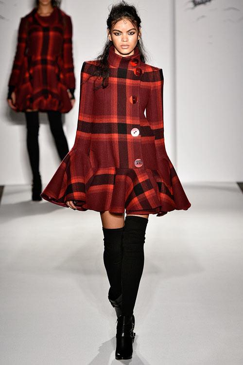 hoang-thuy-lan-thu-4-tan-cong-london-fashion-week-3