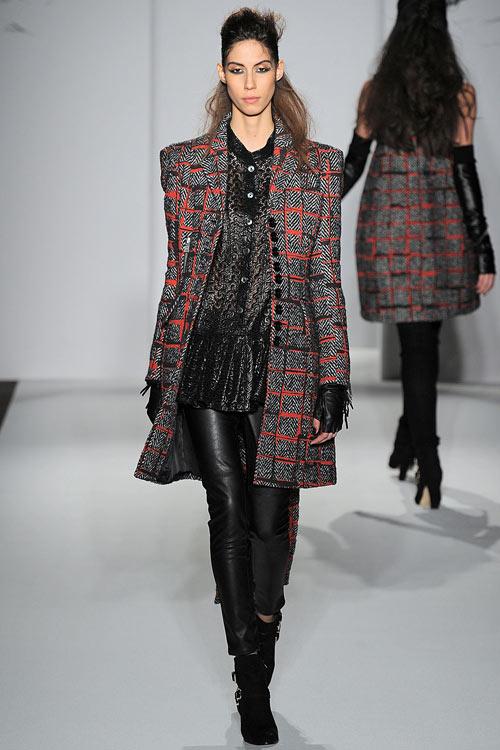 hoang-thuy-lan-thu-4-tan-cong-london-fashion-week-4