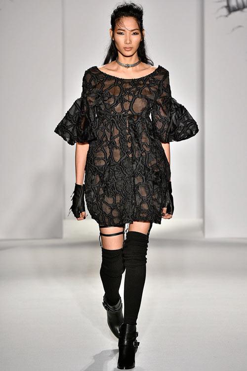 hoang-thuy-lan-thu-4-tan-cong-london-fashion-week-1