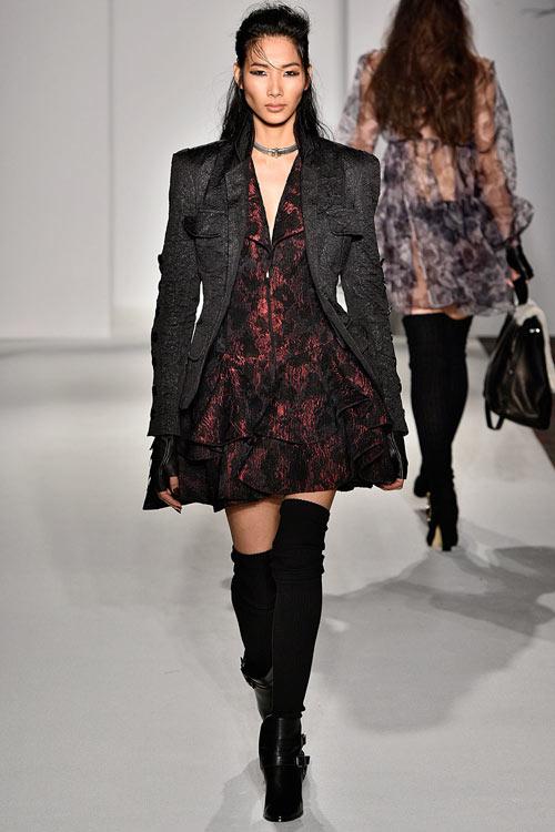 hoang-thuy-lan-thu-4-tan-cong-london-fashion-week-2
