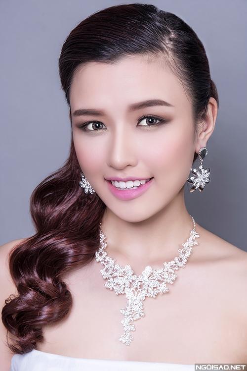 phuong-chi-goi-y-3-kieu-makeup-co-dau-hien-dai-2