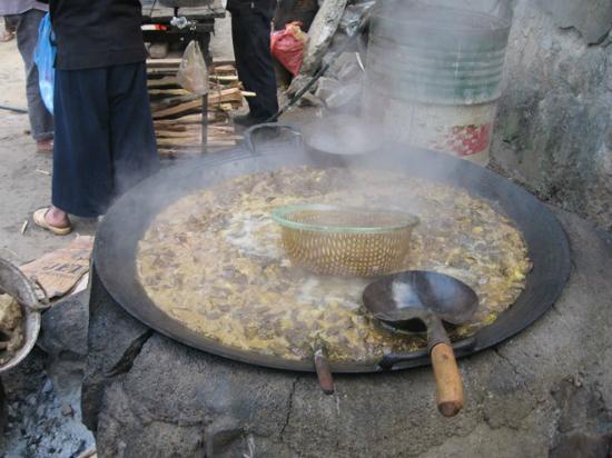 Thắng cố, món ăn phiên chợ Đồng Văn. Ảnh: Dulichhagiang.vn.