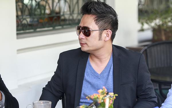 bang-kieu-hut-thuoc-lao-khi-ngoi-cafe-o-khach-san-5-sao-1