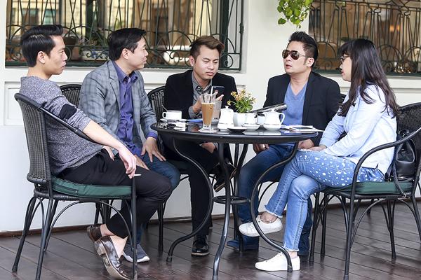 bang-kieu-hut-thuoc-lao-khi-ngoi-cafe-o-khach-san-5-sao