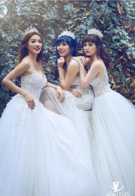 Bộ 3 gái ế gây chú ý khi mặc váy cưới 9