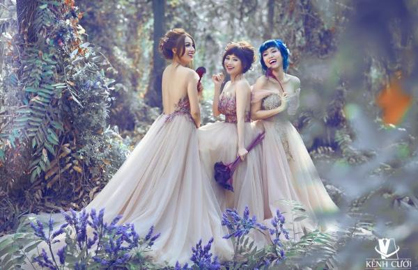 Bộ 3 gái ế gây chú ý khi mặc váy cưới