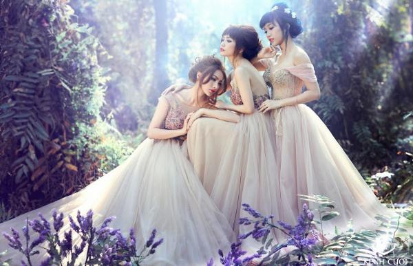 Bộ 3 gái ế gây chú ý khi mặc váy cưới 4