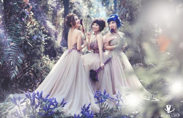 Bộ 3 gái ế gây chú ý khi mặc váy cưới 3