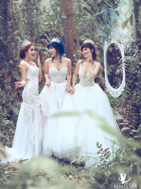 Bộ 3 gái ế gây chú ý khi mặc váy cưới 8