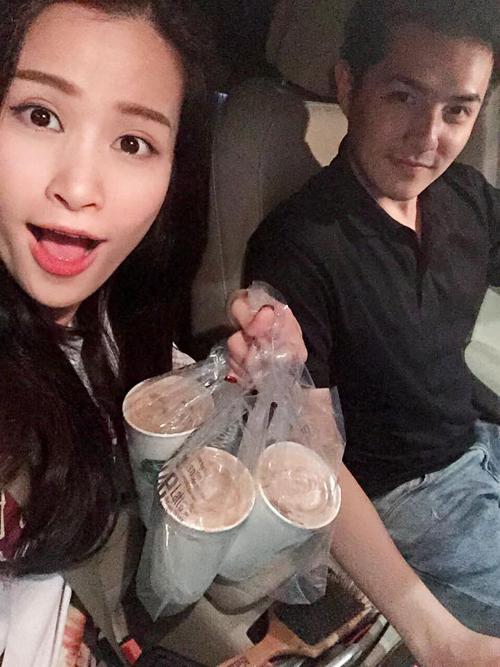 Đông Nhi được Ông Cao Thắng chở đi mua trà sữa lúc đêm khuya: