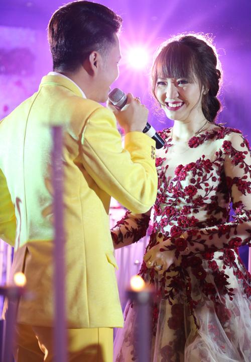 nam-cuong-diu-dang-lau-nuoc-mat-cho-vo-trong-hon-le-5