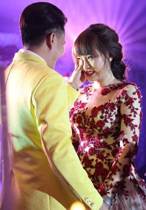 nam-cuong-diu-dang-lau-nuoc-mat-cho-vo-trong-hon-le-7