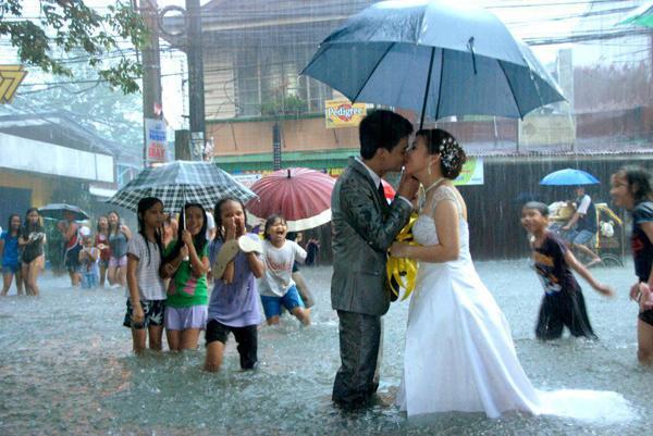 Những bức ảnh cưới vượt qua sợ hãi của cô dâu, chú rể 10