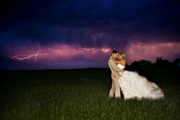 Những bức ảnh cưới vượt qua sợ hãi của cô dâu, chú rể 15