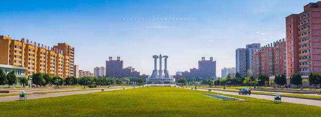 Tượng đài Búa Liềm ở thủ đô Bình Nhưỡng.