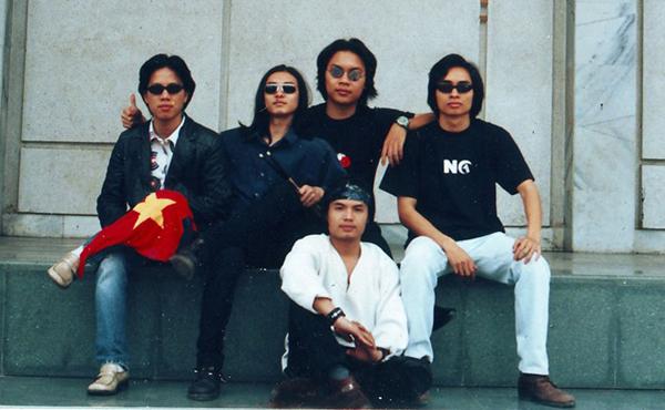 Đây cũng là năm họ trở thành ban nhạc chuyên nghiệp với dấu mốc là đêm nhạc 'Khoảnh khắc giao thừa'.