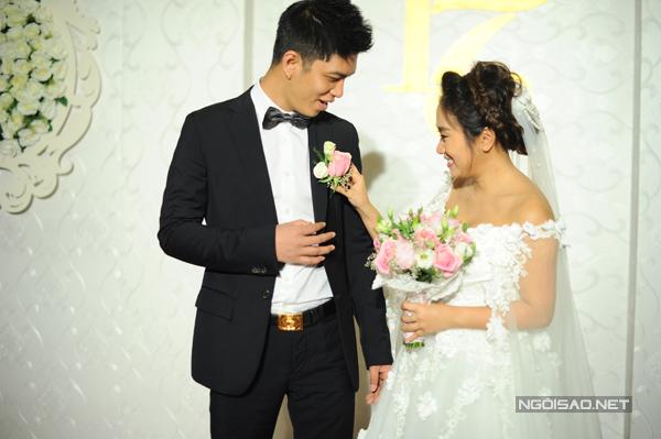 Cả hai đang rất hạnh phúc bởi cô dâu mới có bầu được hơn một tháng.